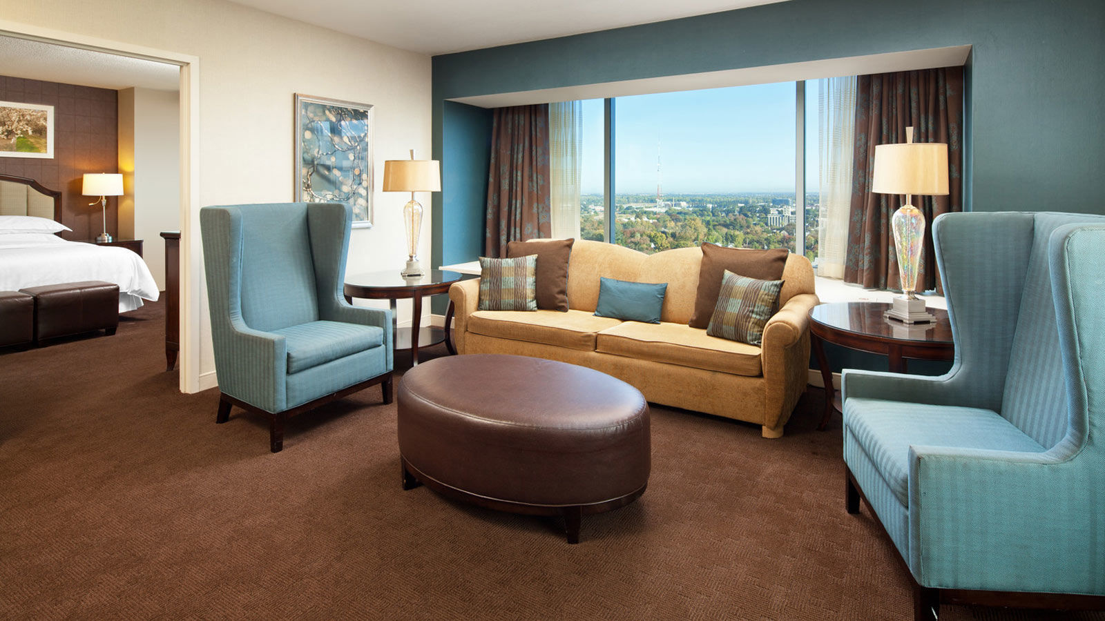Sheraton Grand Sacramento Hotel - Bay Window Suite